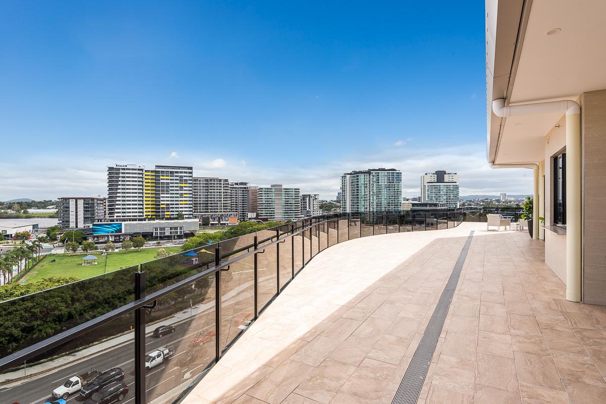 Portofinio-Penthouse-balcony-facing-city